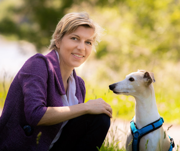 Eva Persy mit Hund Furio
