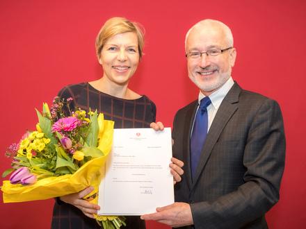 Die alte neue Wiener Tierschutzombudsfrau Eva Persy mit Magistratsdirektor Erich Hechtner. Foto: PID/Houdek